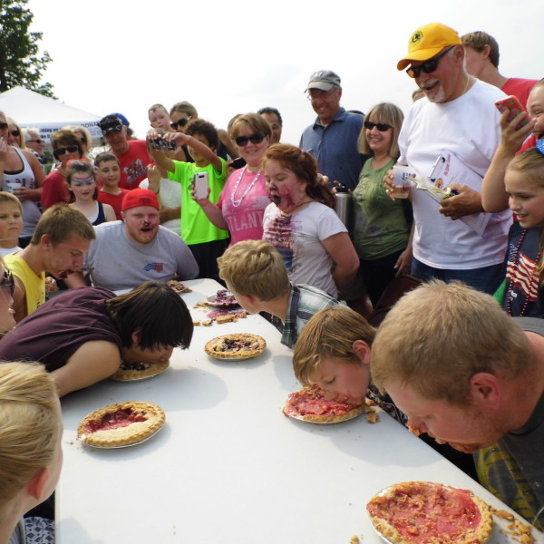 pie eating contest 2015