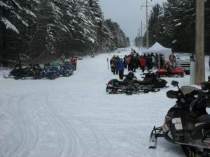 Snowmmobile Trailside fun